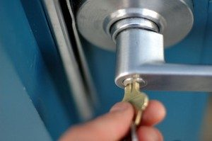How to find a professional and reliable locksmith